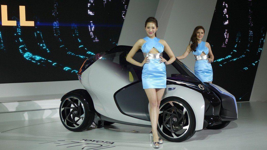 i-TRIL Concept是針對2030年中小規模城市設計的電動小車,搭載人工...
