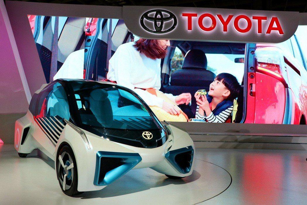 氫燃料電池車‧共享純淨新能源-FCV PLUS。 記者陳威任/攝影