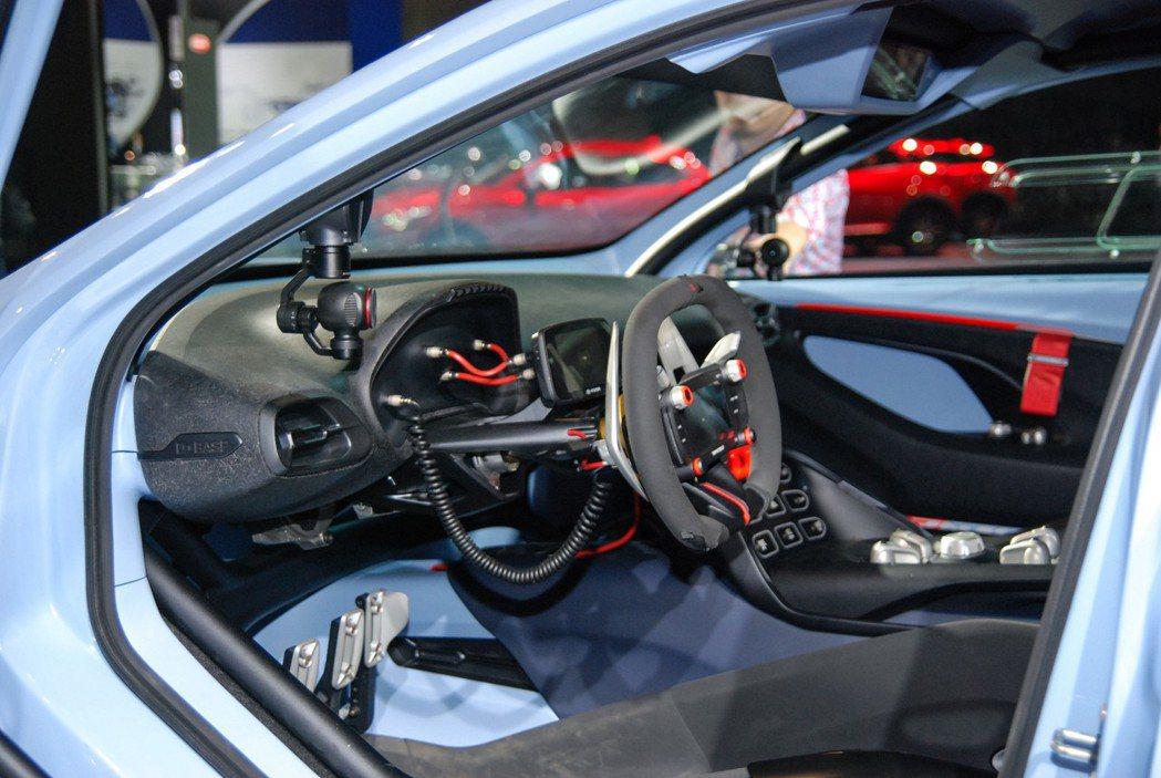 DCT 濕式雙離合變速箱、 AWD全時四驅系統,再加上 eLSD 電子防滑差速器,展現「N」字性能招牌精神。 記者林鼎智/攝影