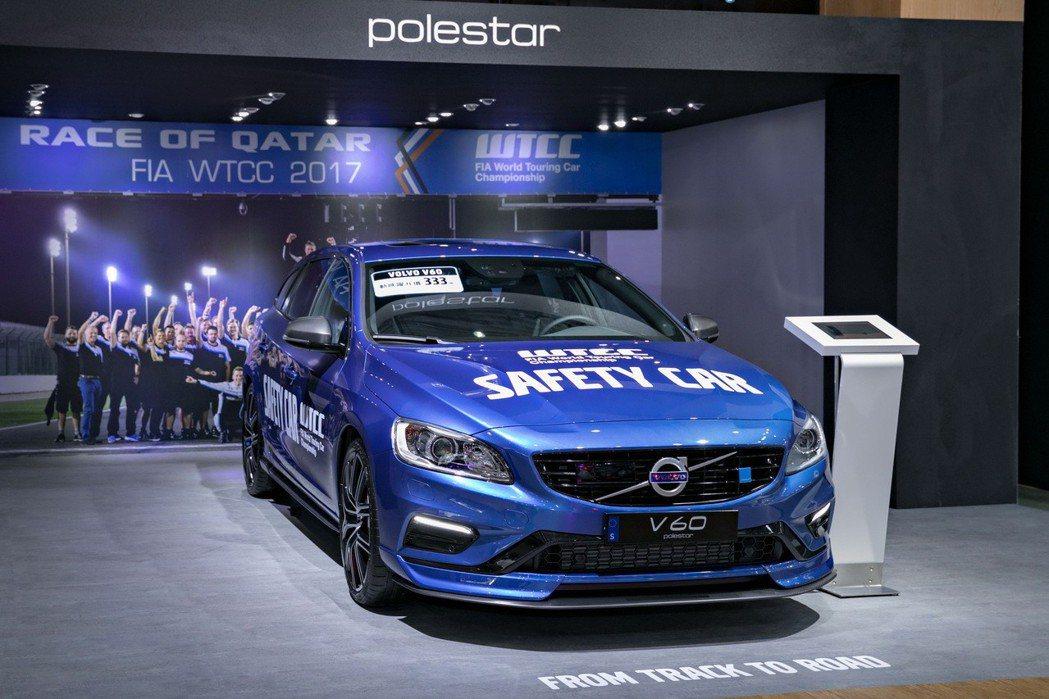 國際富豪汽車展出 2018 年式 V60 Polestar 車型,以其四缸渦輪、...