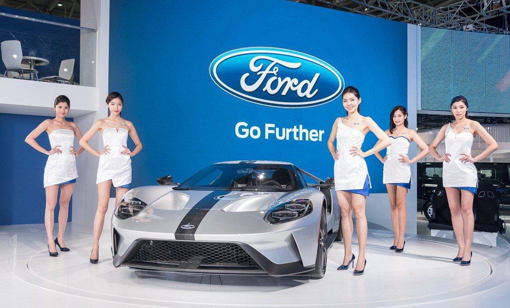 Ford 超級跑車Ford GT首度在台亮相,本次展示的是專為賽道而生的Ford GT Competition Series極限競技版。 圖/福特六和提供