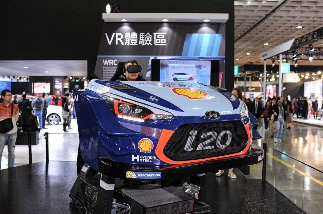 展區內也有 i20WRC 與 IONIQ 的駕駛模擬器,提供參展民眾親身體驗 WRC 拉力賽車與油電車款的駕馭體驗。 記者林鼎智/攝影