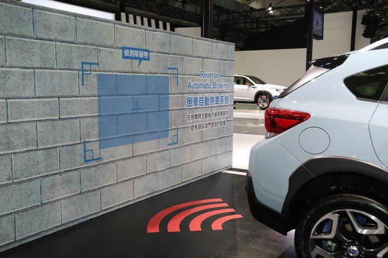 EYESIGHT智能駕駛安全輔助系統示範。 史榮恩