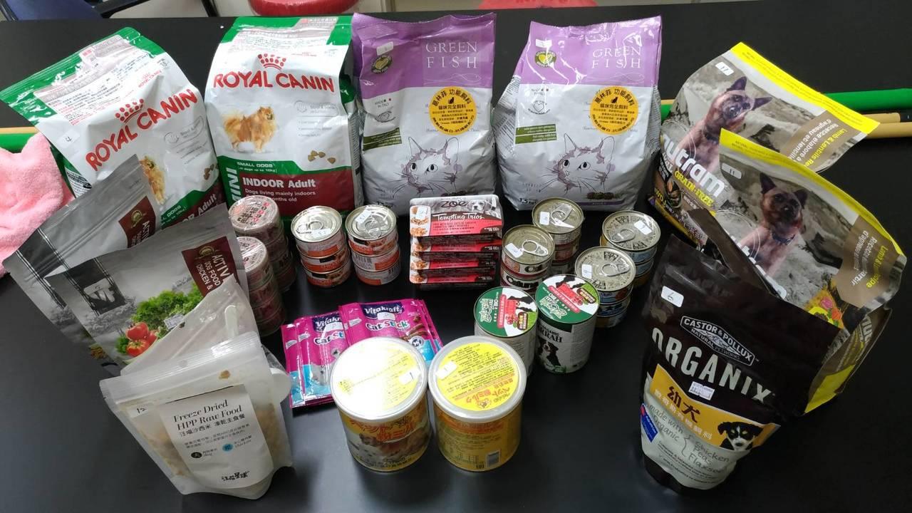 消保官稽查寵物食品,逾半數標示不合格。圖/法務局提供