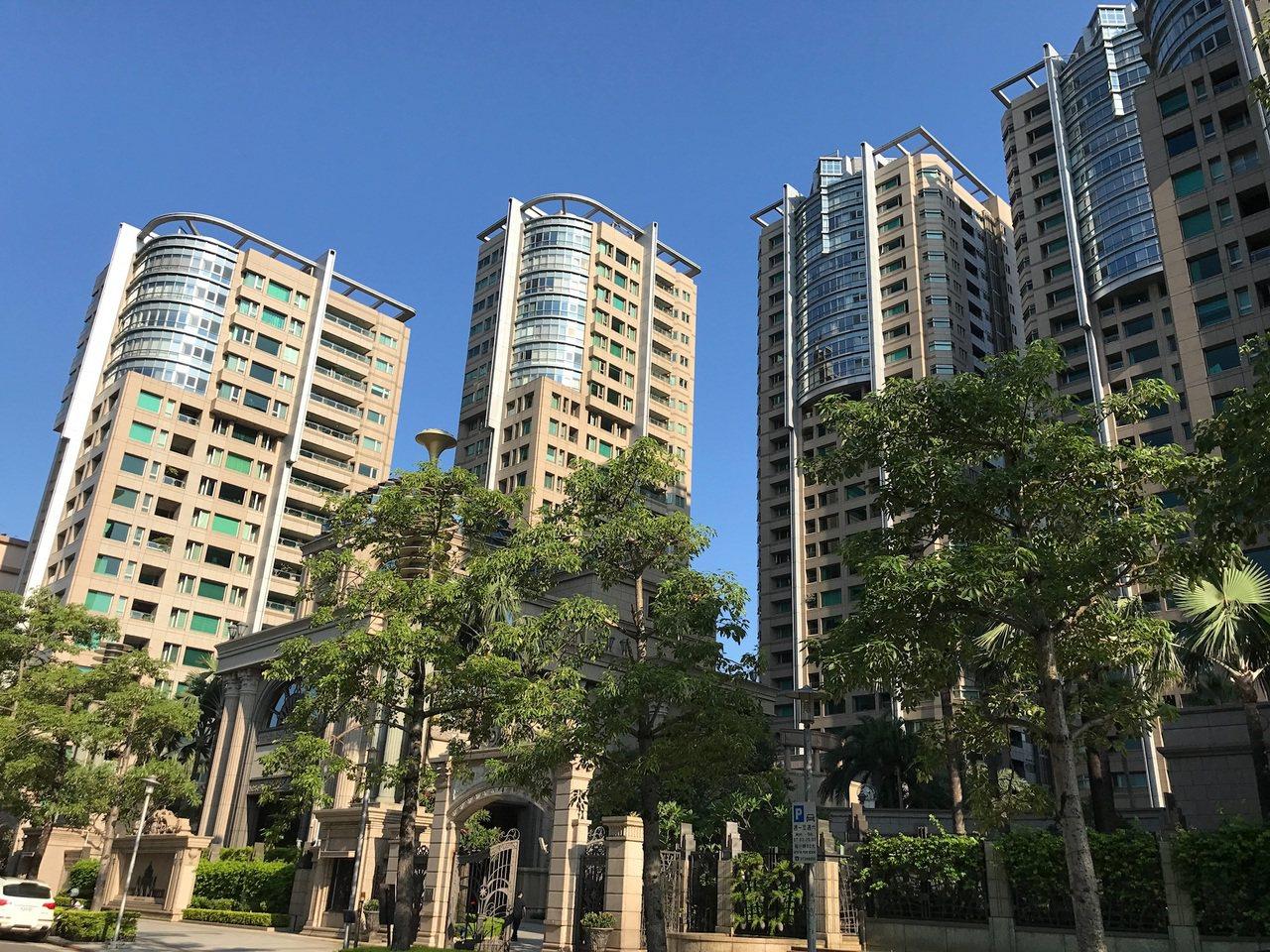 今年前三季總價8,000萬元以上豪宅交易僅比去年同期增加五件,並未如想像大幅回升...