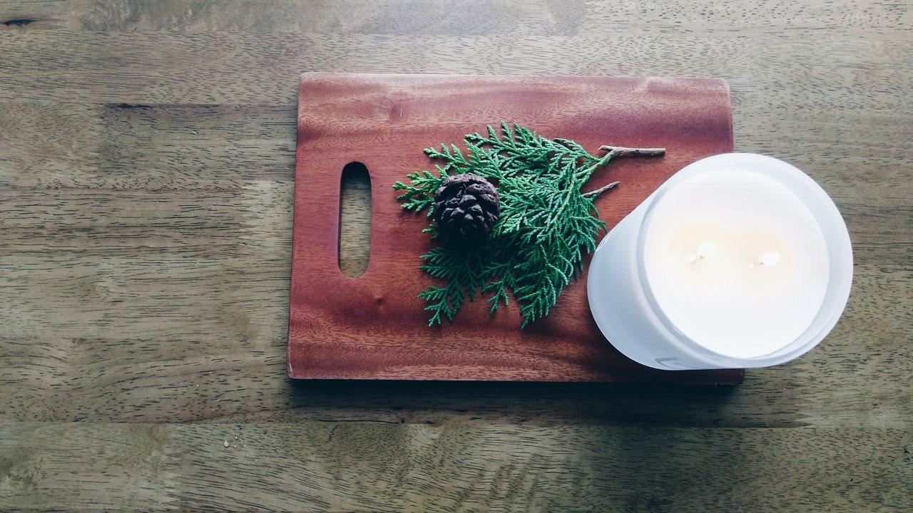 香氛蠟燭不僅可以實用的營造空間氣氛,也是桌上的風景之一。記者江佩君/攝影