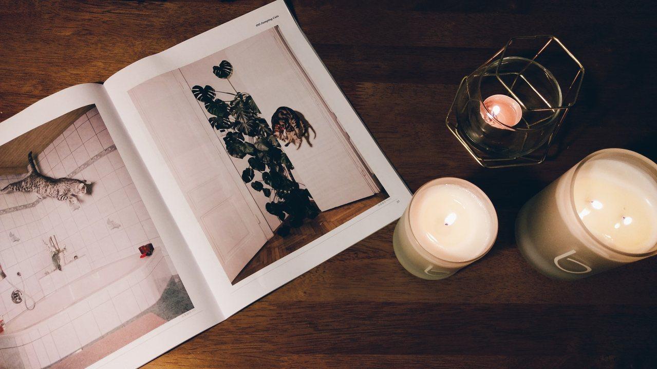 不同大小、設計的蠟燭組成,創造出不同空間氣氛。記者江佩君/攝影