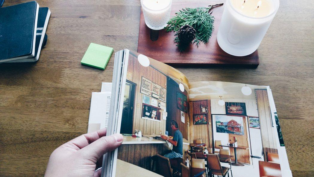 bamford天空系列靜謐蠟燭(右)味道有舒適的清潔感,很適合搭配閱讀時光。記者...