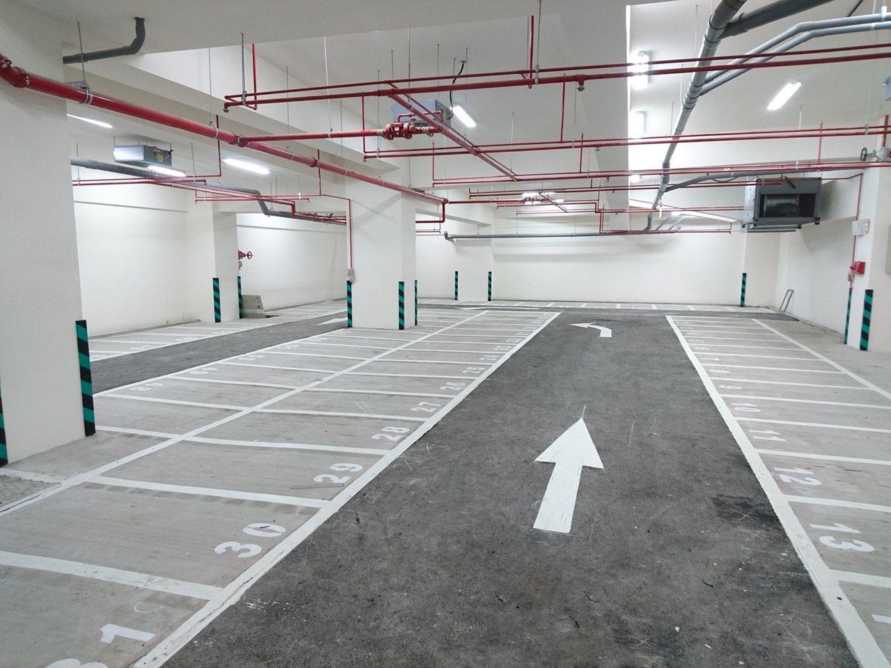 淡水民生停車場為地下1層、地上9層建築,提供134個小型車位及75個機車位。圖/...
