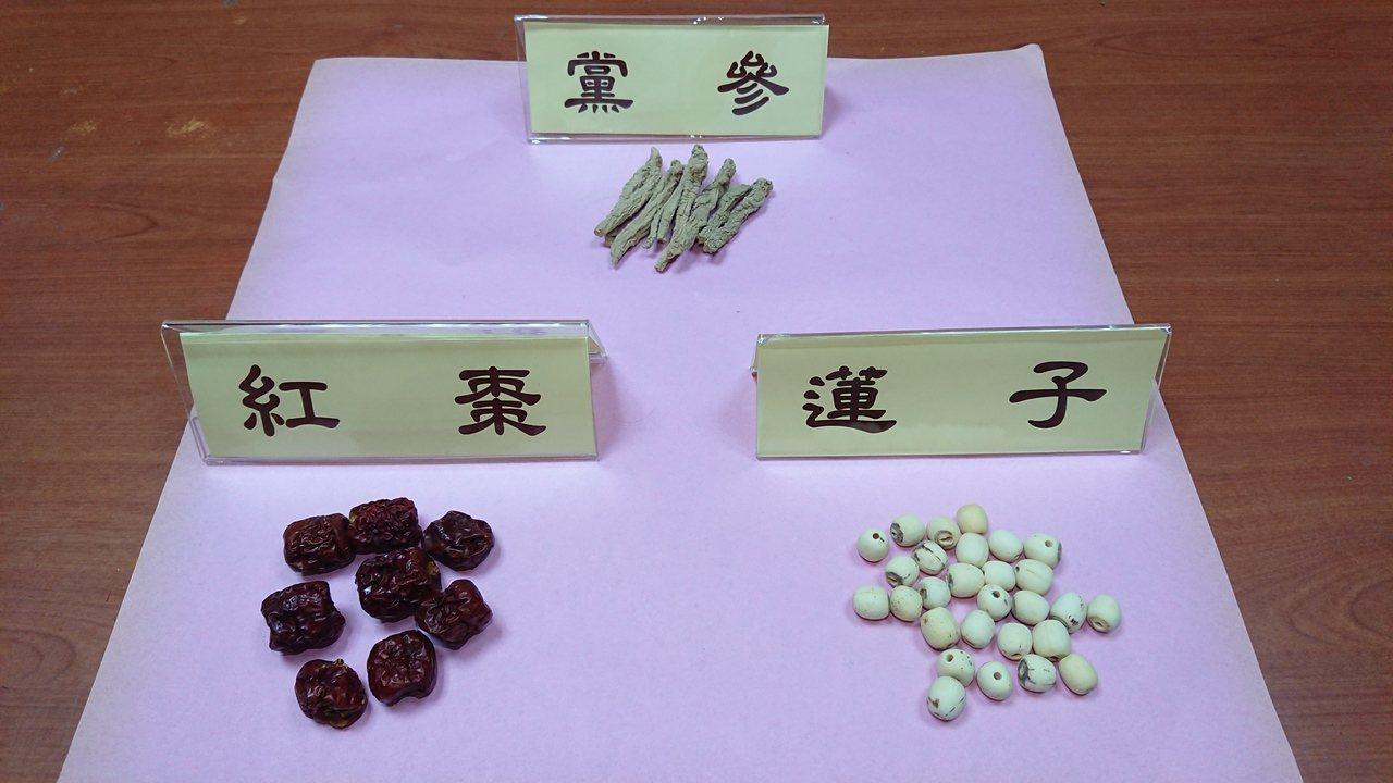 心律不整患者可搭配人蔘紅棗蓮子茶保養,以人蔘8克、紅棗10枚、蓮子10克,材料放...