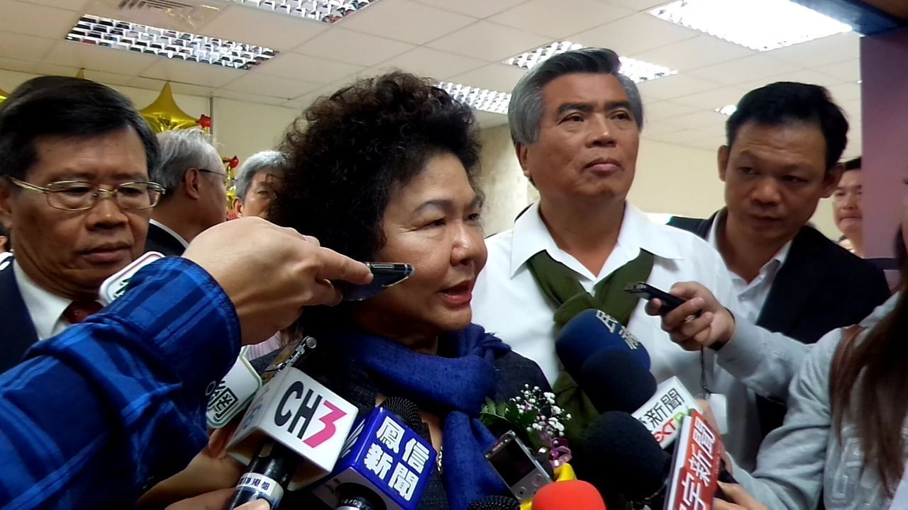 高雄市長陳菊今天對謝長廷的批評,回應「對於長官對我們的批評指教,我非常感謝」。記...