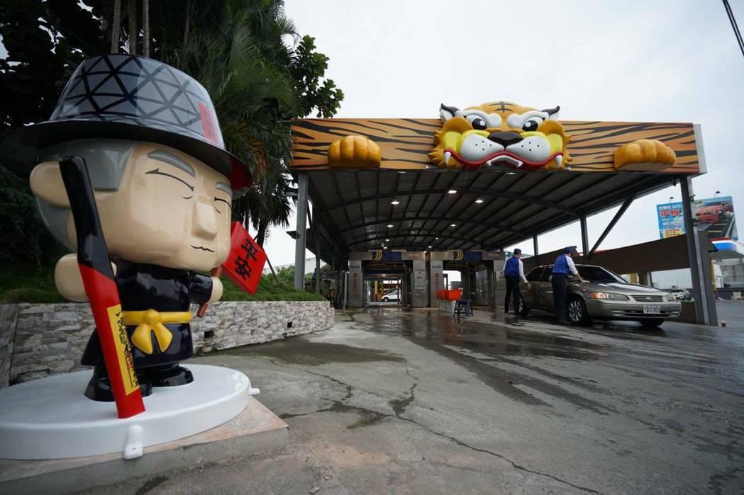 千越東港加油站的洗車道採用入龍喉出虎口設計理念,打造成可以帶來好運及平安的洗車道...