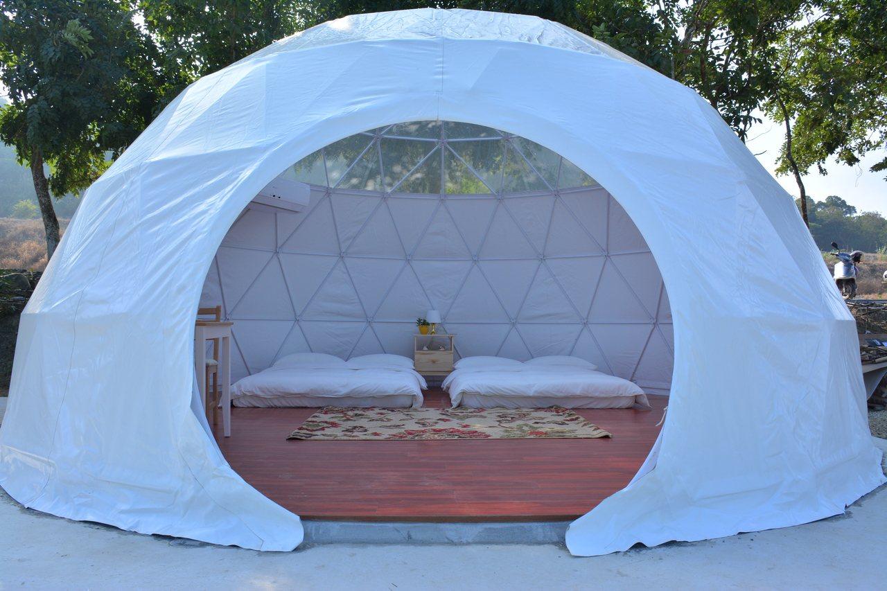 星光帳篷一頂造價要1、20萬元,有床墊仰頭就可看星星。記者吳淑玲/攝影