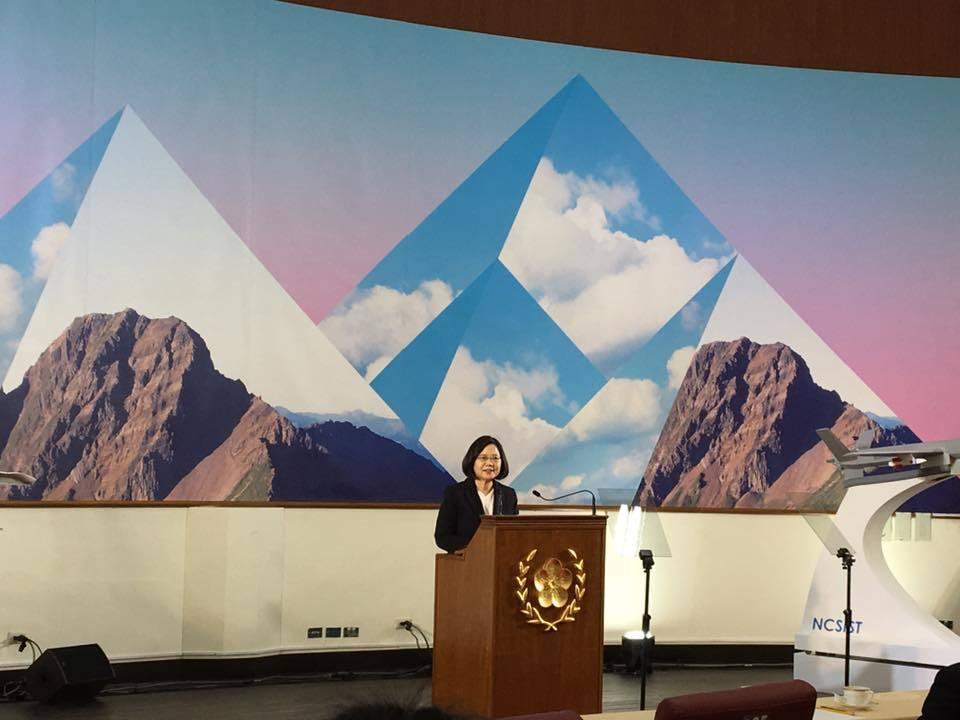 總統府年終媒體茶敘今天下午在中科院舉行,蔡英文總統發表談話。記者周佑政/攝影
