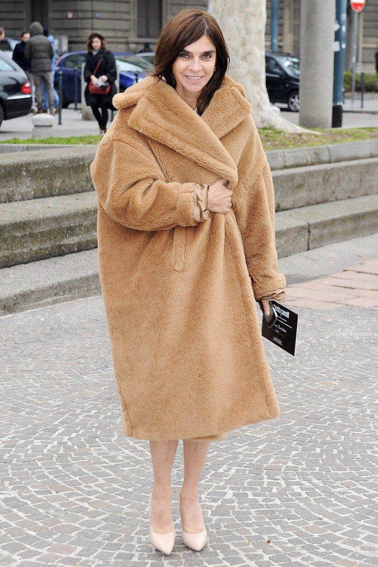 卡琳洛菲德身穿Max Mara泰迪熊大衣相當貴氣。圖/Max Mara提供