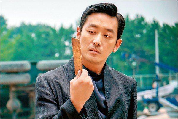 河正宇在「與神同行」飾演陰間使者江林公子。圖/采昌提供