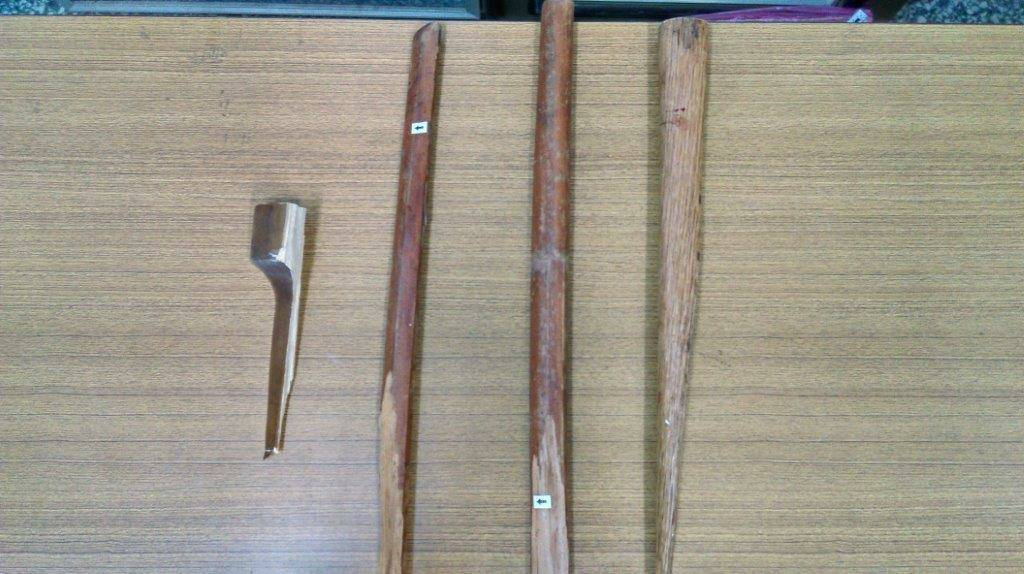 警方起出嫌犯用來打人的棍棒。圖/警方提供