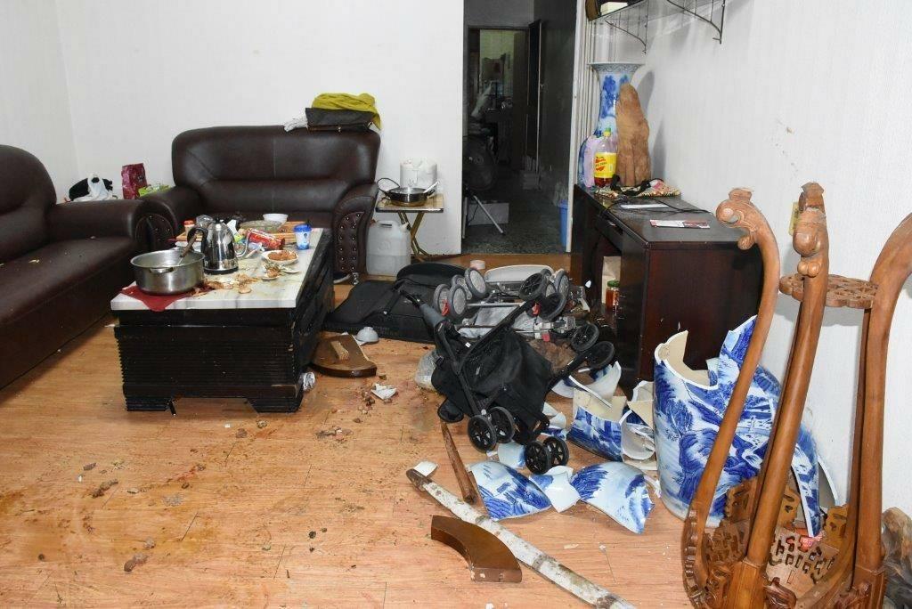 案發現場一片混亂,4人被打成輕重傷。圖/警方提供