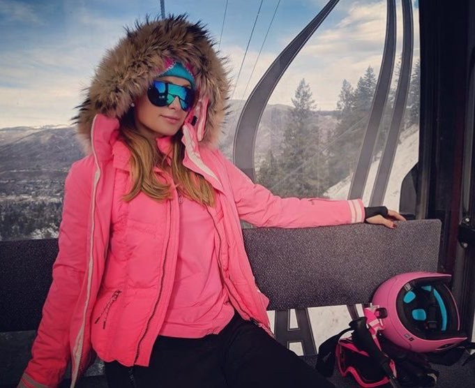 派瑞絲希爾頓到滑雪勝地享受玩雪的樂趣。圖/摘自twitter