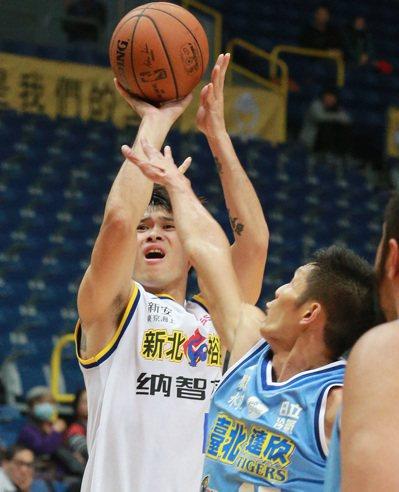裕隆隊胡凱翔投進6顆三分球拿下全場最高的24分。記者劉學聖/攝影