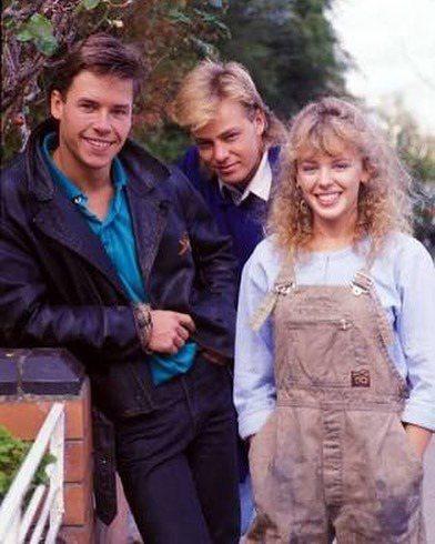 蓋皮爾斯(左起)、傑森唐納文、凱莉米洛年少時在肥皂劇「Neighbours」合作...