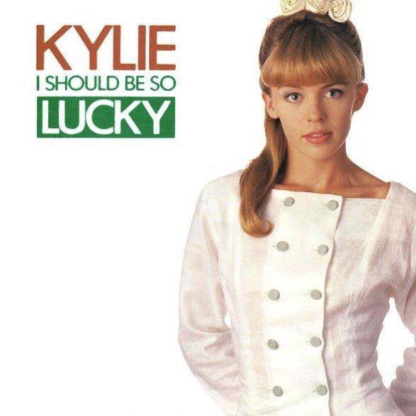 凱莉米洛30年前推出了成名代表作「I Should Be So Lucky」。圖...