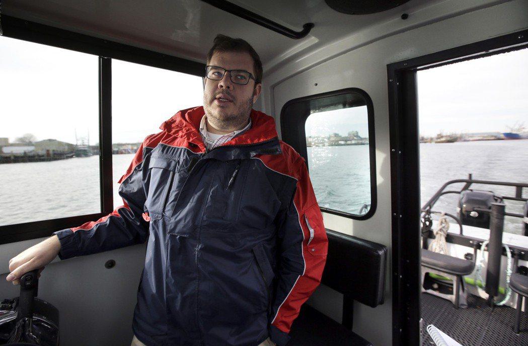 帶領媒體參觀的新貝德福德港負責人安西斯華伯恩表示,當局已採取步驟消除漁民的疑慮。...