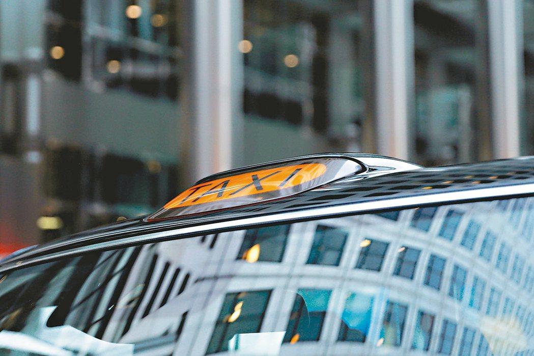 電動車風潮席捲全球,如今也颳向英國街頭的計程車。