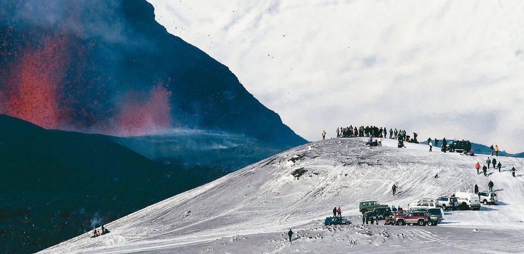 人口不到35萬的冰島,今年估計共迎接230萬名外國觀光客,比去年的近180萬更上...