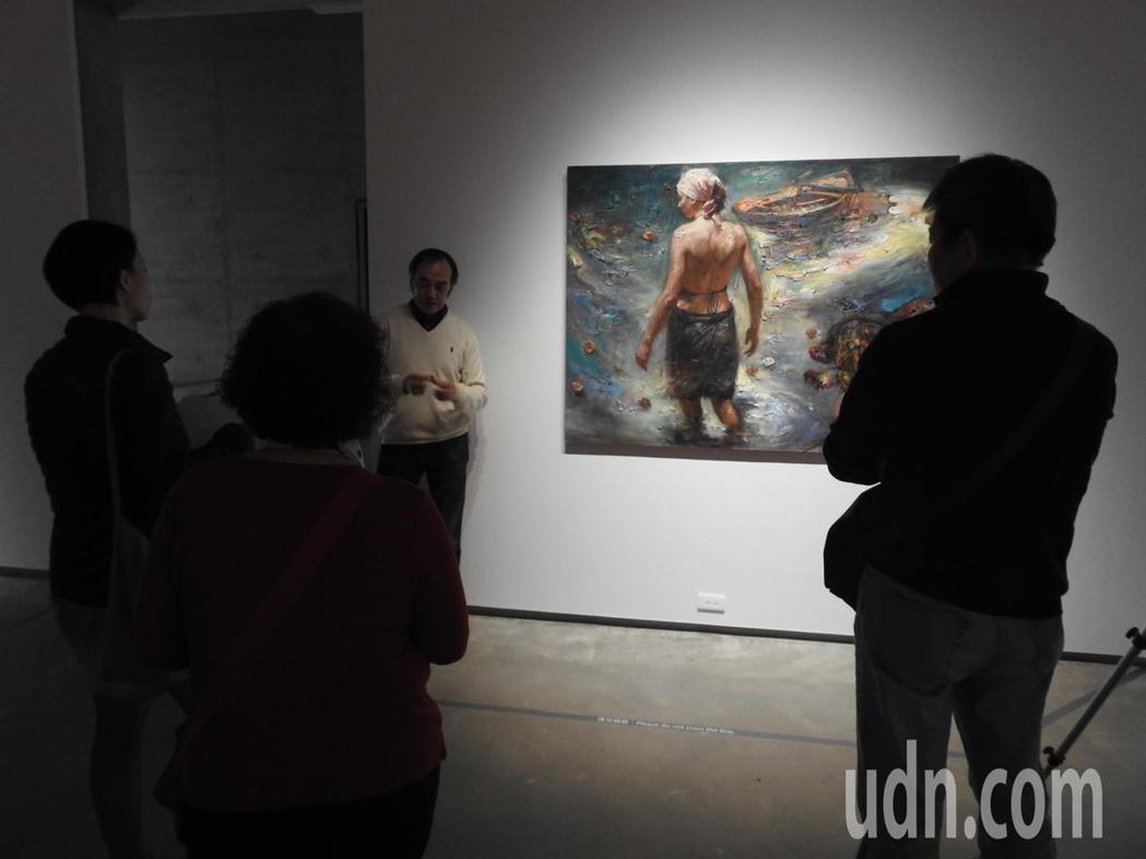 毓繡美術館《漸失的夢:王勝個展》述說王對兒時中國的記憶,蘊藏文革時代的政治象徵。...