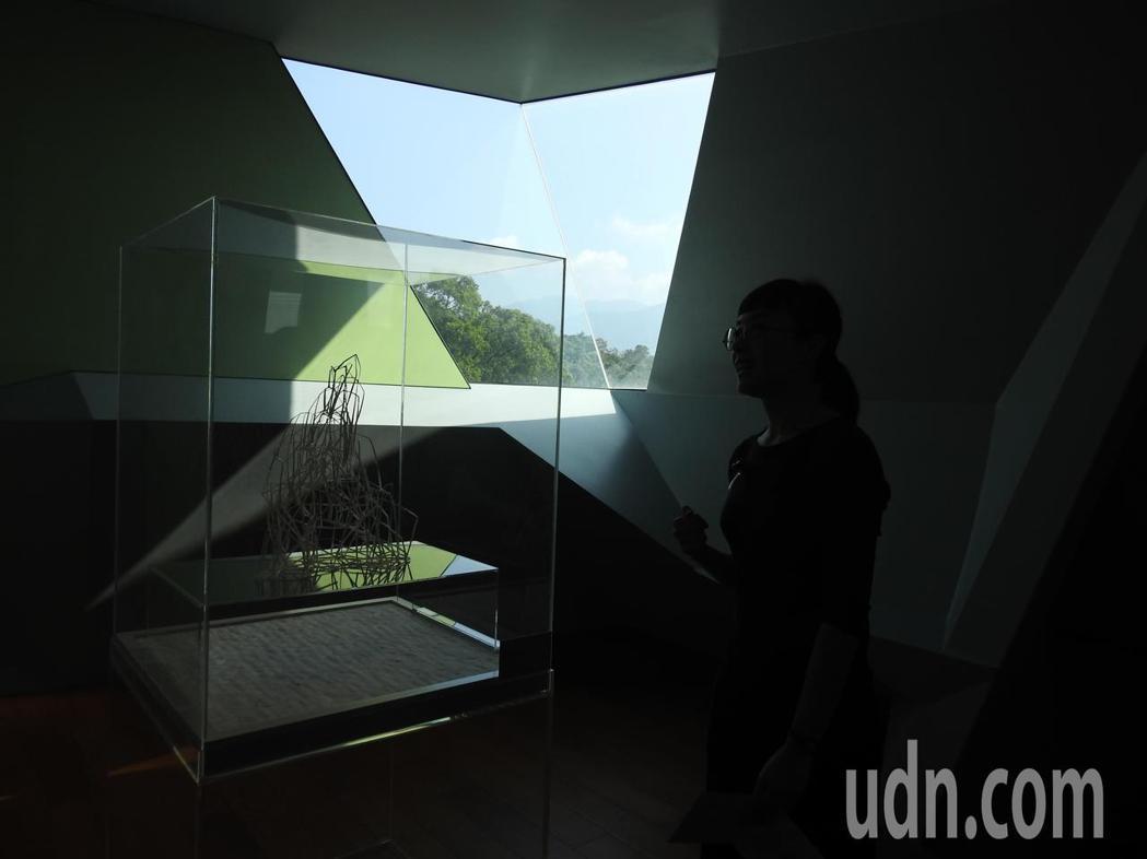 毓繡美術館推出「另空間」,民眾可按圖索驥走進曖昧不明、充滿想像和無限可能的場域。...