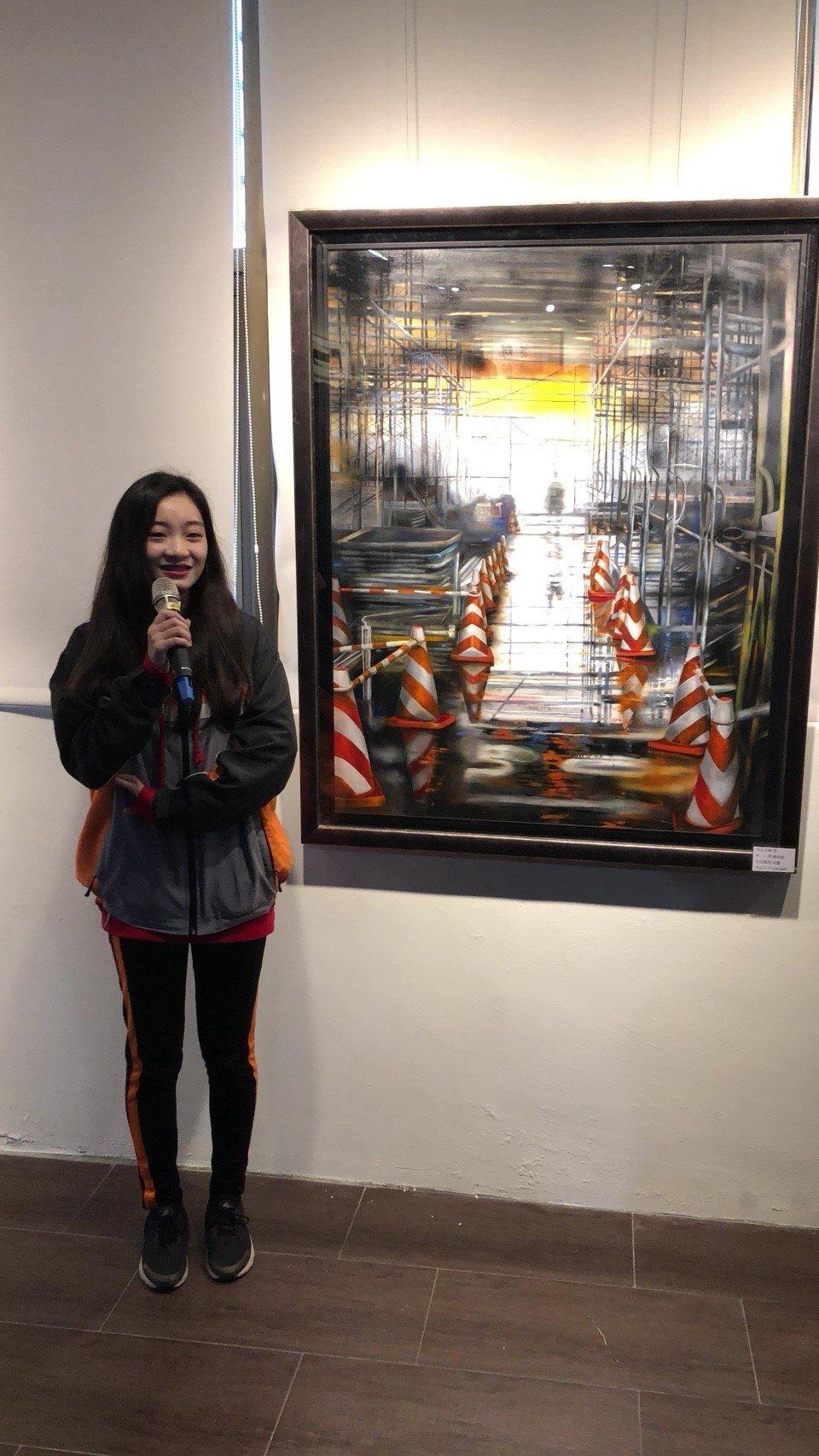 新北市立瑞芳高工製圖科才女鍾侑佑舉行個人美展。圖/瑞工提供