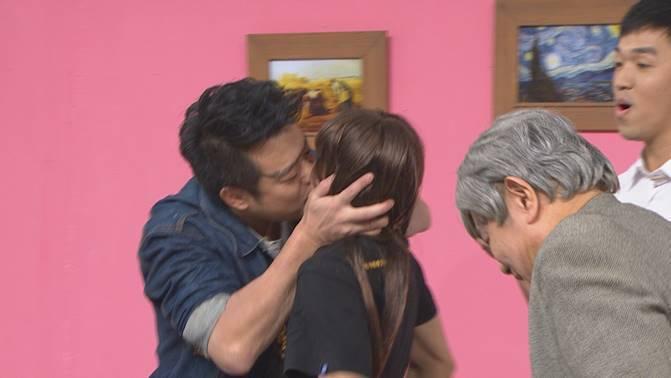 林佑星狂吻扮成女裝的逸祥。圖/衛視中文台提供