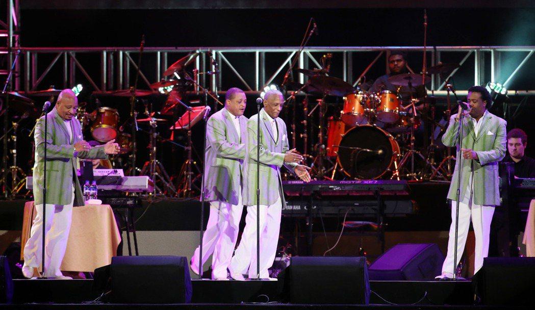美國費城靈魂團體The Stylistics出席青春旋律西洋流行音樂演唱會。記者...