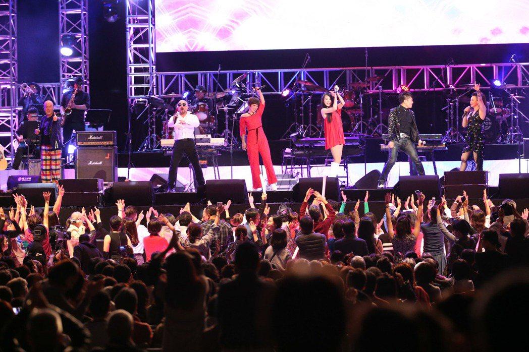 青春旋律西洋流行音樂演唱會將小巨蛋變成舞池。記者陳瑞源/攝影