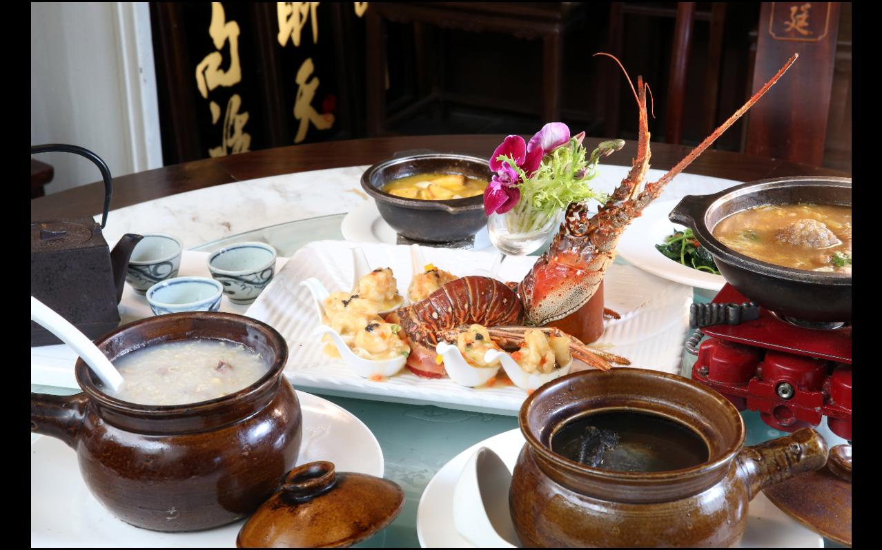 「皇廷煨湯」推出「龍蝦超值套餐」,讓民眾歲末寒冬吃得飽又吃得巧。記者邱德祥/攝影