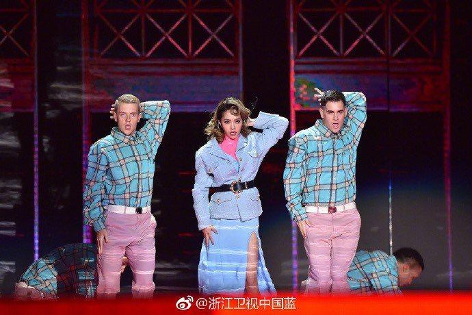 蔡依林30日在浙江衛視登場,演唱電影「捉妖記2」主題曲「什麼什麼」。圖/摘自微博