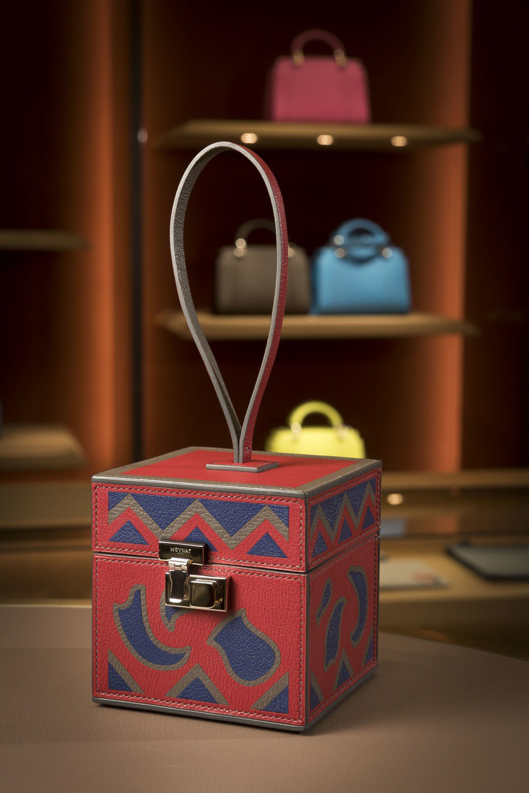 Mini Vanity紅色Art Deco裝飾藝術花紋拼皮手鐲包,售價18萬1,...