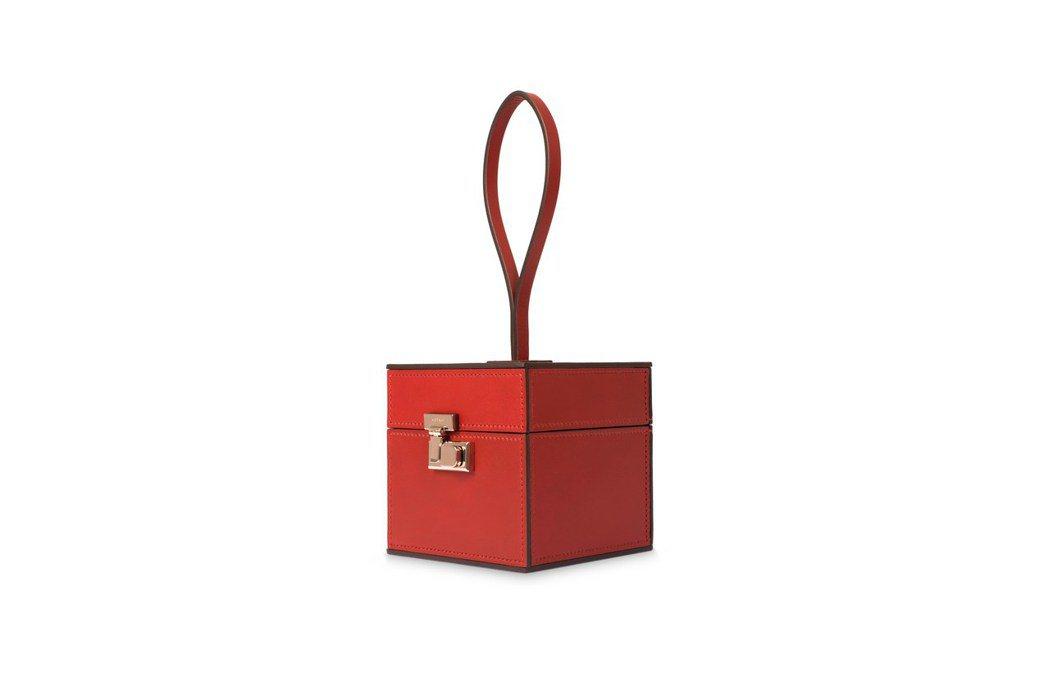 Mini Vanity紅色素面手鐲包,售價11萬7,000元。圖/MOYNAT提...