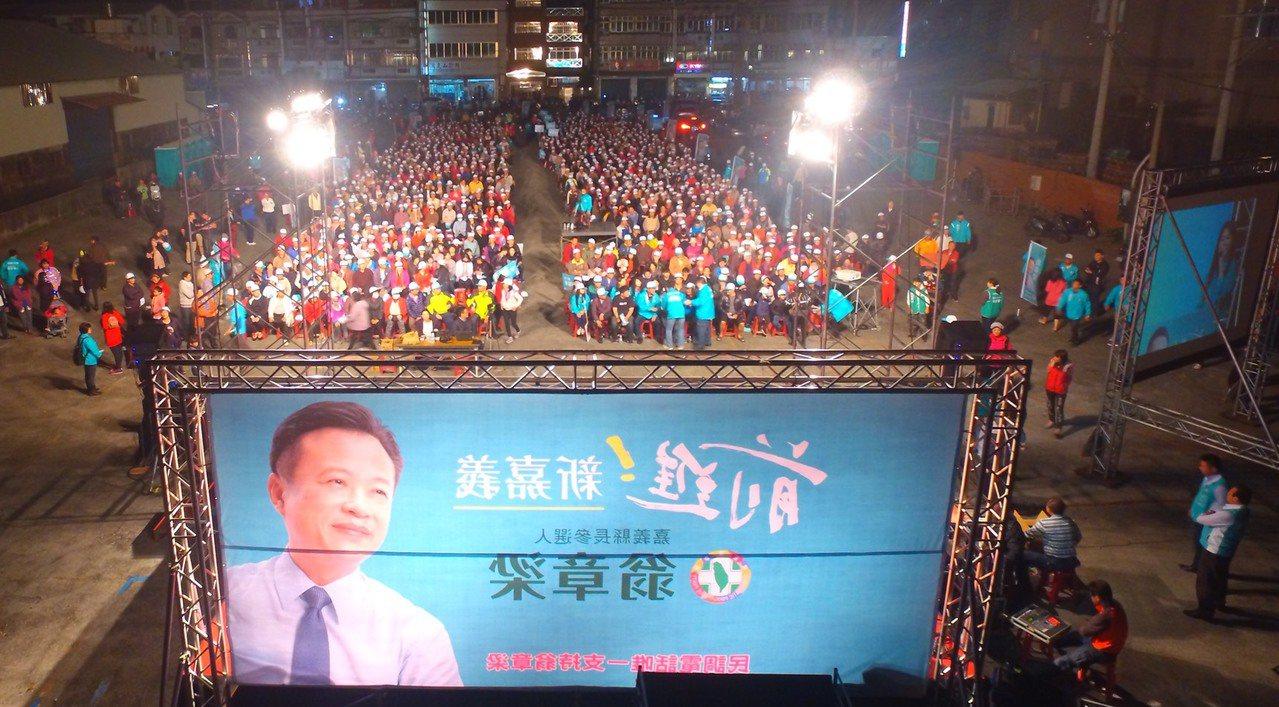 水上說明會現場,今晚湧入1千多名支持者。圖/翁章梁團隊提供