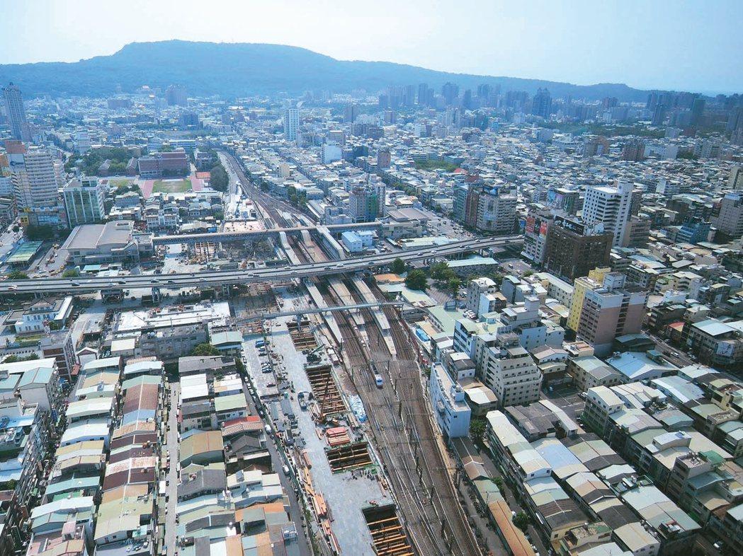 桃園、新竹、台中、台南、高雄等五大火車站啟動改造計畫,今年五大車站周邊房市交易量...