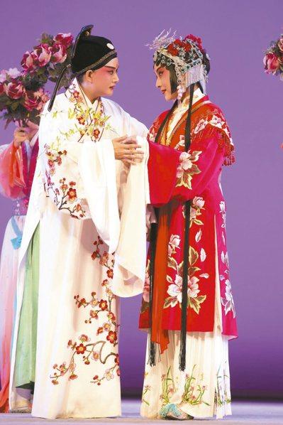 《臨川四夢》中《牡丹亭》的柳夢梅、杜麗娘。 圖/提供新象