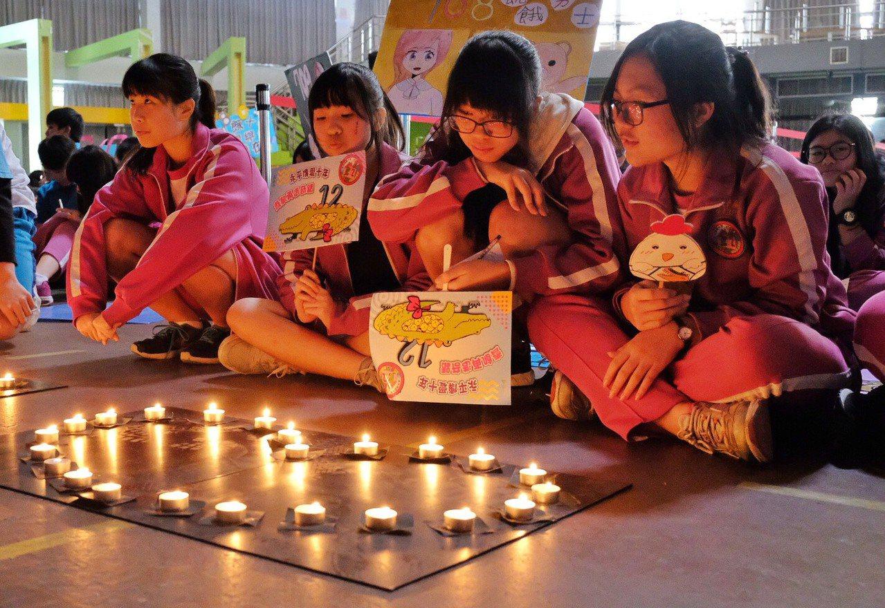 永平高中連續10年在每年最後一天上課日,舉辦飢餓12小時的活動,學生熱烈自主參加...