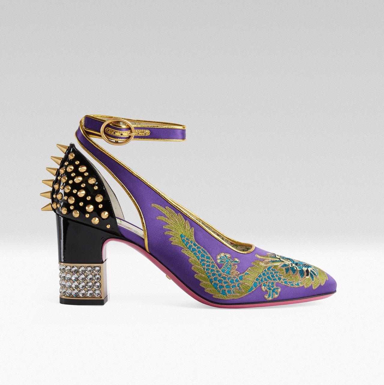 龍刺繡高跟鞋,64,000元。圖/Gucci提供
