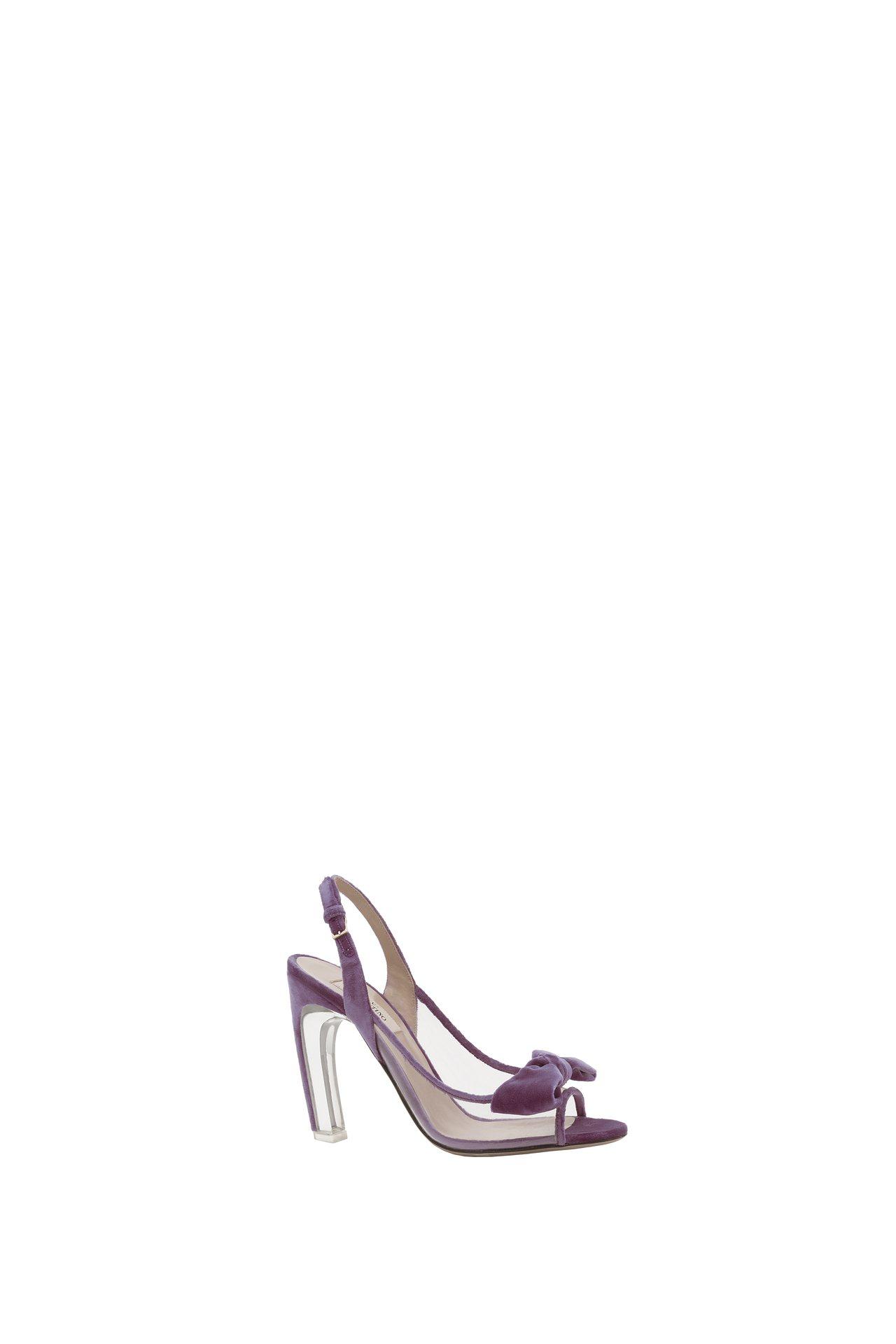 Valentino紫色蝴蝶結高跟鞋還搭配透明鞋跟點綴出清新夢幻氛圍,價格店洽。圖...