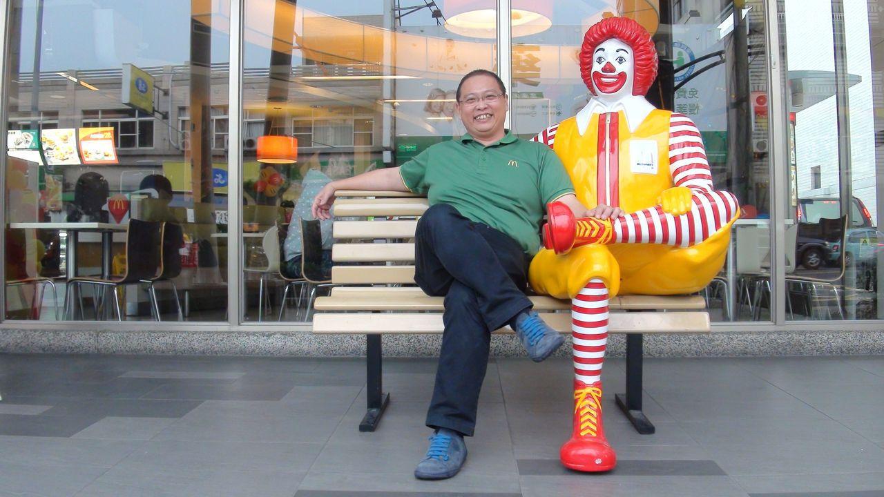 唐有建努力追尋屬於自己的麥當勞夢,他希望這家麥當勞不只賣漢堡,也賣人情味。記者王...