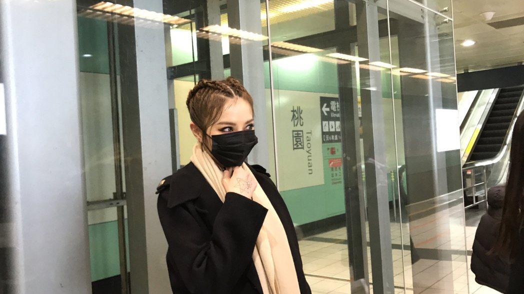 謝金燕坐高鐵趕場。記者黃保慧╱攝影
