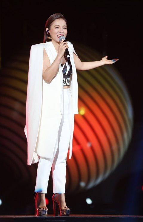 2018台北跨年晚會在台北市政府前舉行,丁噹登場演出。