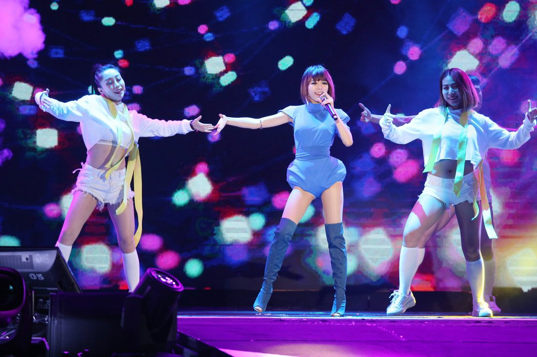 2018台北跨年晚會在台北市政府前舉行,林明禎登場演出。記者陳立凱/攝影