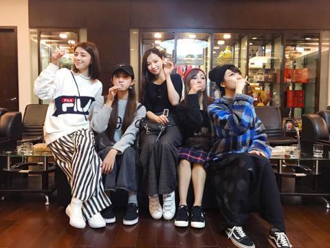 女團「Popu Lady」由大元、庭萱、宇珊、寶兒及洪詩,她們成軍5年多,團員各自朝戲劇、主持等方向發展,據「ETtoday星光雲」報導,宇珊為發展中國市場,正在找經紀人並打算和華研國際解約,Pop...